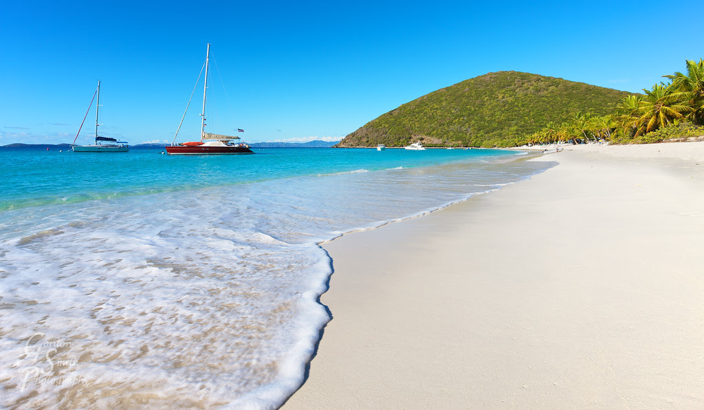 white beach sailboat bvi jost van dyke