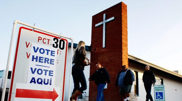 Cử tri Arizona đi bầu. (Hình minh họa: Win McNamee/Getty Images)