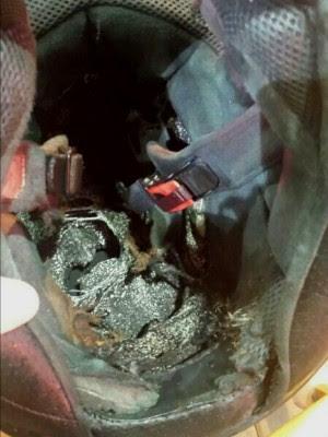 Detalhe do capacete do motociclista, atingido por um raio (Foto: Divulgação/PRF)