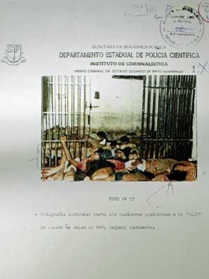 Reprodução de folha do processo que foi entregue aos jurados durante julgamento de Ubiratan pelo massacre do Carandiru (Foto: Reprodução/G1)