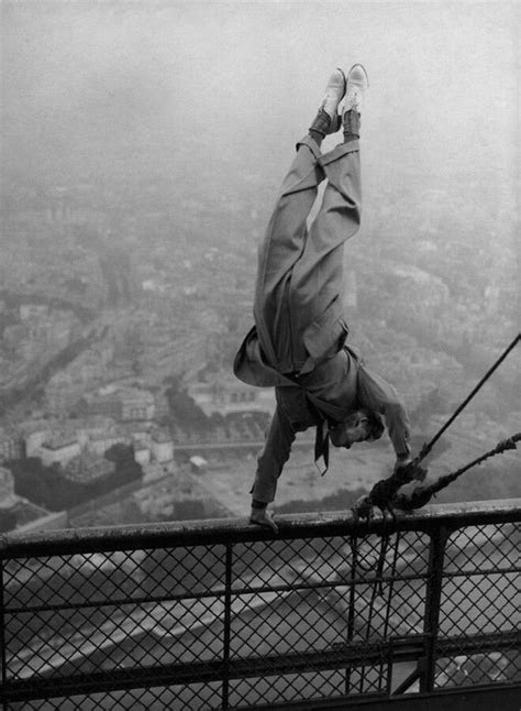 Handstand at the top of the Eiffel tower | Photo, Eiffel