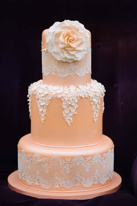 Lace Cakes Can Look Very Different   WeddingElation