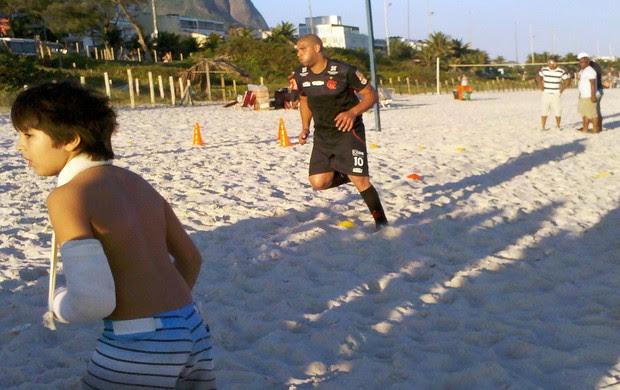 Adriano, Flamengo, Praia (Foto: Richard Souza / Globoesporte.com)