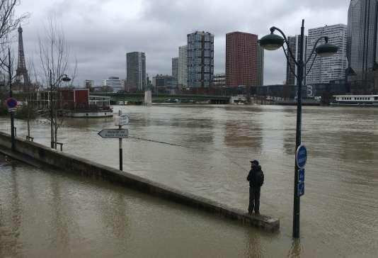 La Seine à Paris au niveau du quartier Beaugrenelle dimanche 28 janvier.