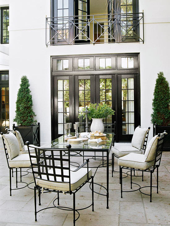 Gracious Outdoor Dining And Entertaining Traditional Home
