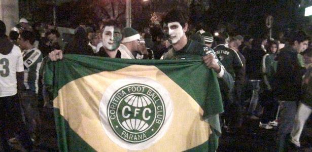 Torcedores do Coritiba pintaram o rosto para acompanhar partida contra o São Paulo na Copa do Brasil