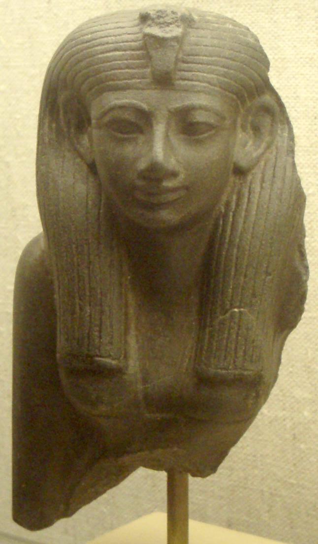 https://upload.wikimedia.org/wikipedia/commons/5/53/HatshepsutStatuette_MuseumOfFineArtsBoston.png