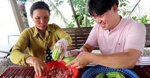 Về VN chàng rể Hàn Quốc phụ mẹ vợ làm món yêu thích-khổ qua hầm 🇻🇳294
