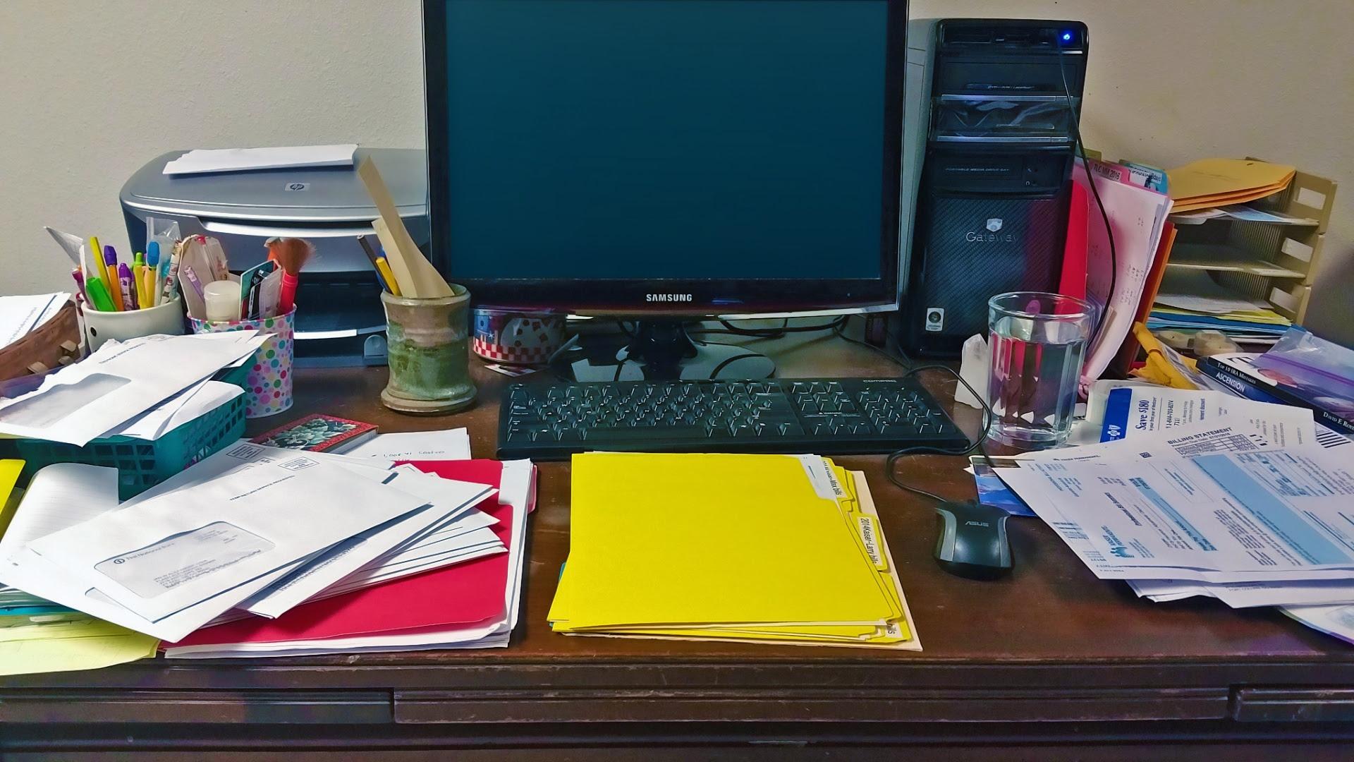 Resultado de imagen para escritorio sucio