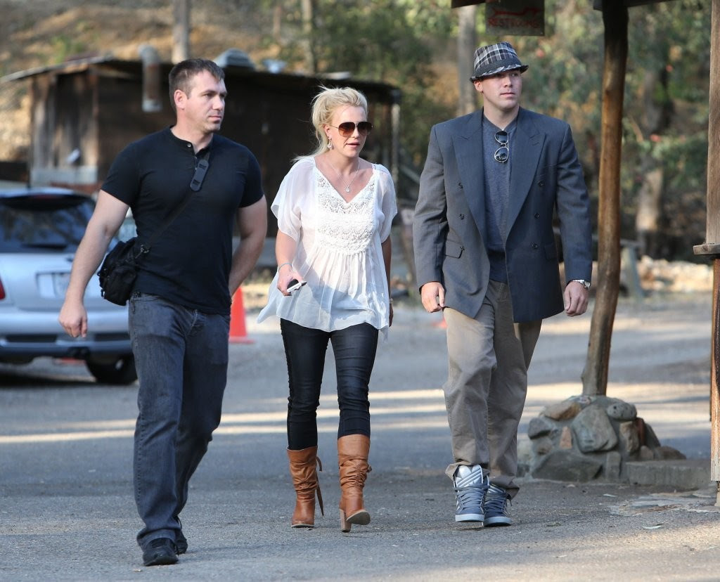 Britney Spears - Britney Spears & David Lucado Go On A Dinner Date