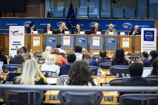 Đông đảo người tham dự và các Thuyết trình viên - © European Union 2017