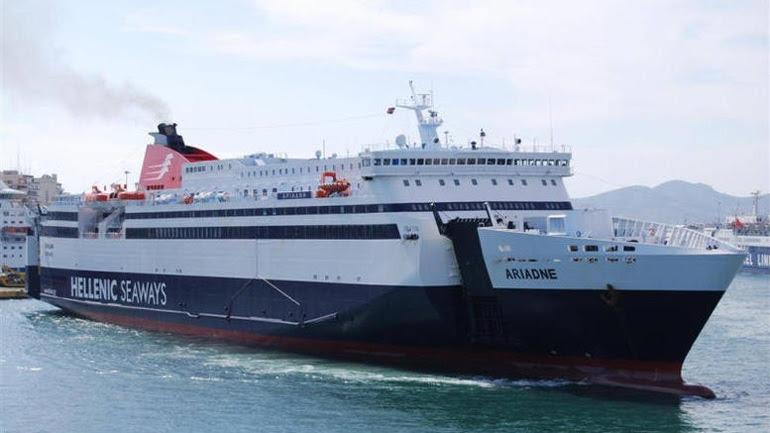 """Επιστρέφει στο λιμάνι του Πειραιά το πλοίο """"Αριάδνη"""" λόγω πρόσκρουσής του στον προβλήτα"""