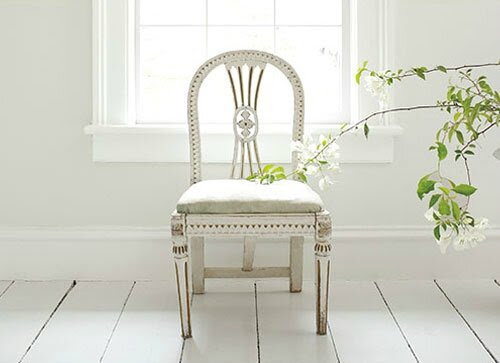 WhitewWhite_Chair