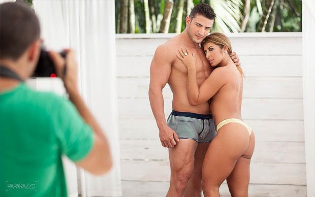 Making of Priscila Pires e João Reis posando para o Paparazzo (Foto: Anderson Barros / Paparazzo)