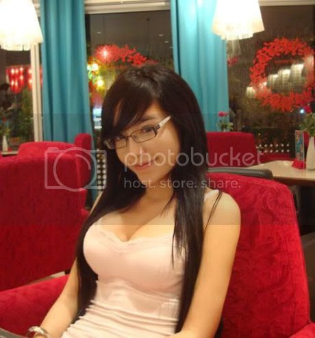 Elly-The Sexiest Girl In Vietnam Who Bares It All