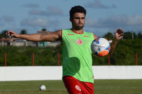 O meio-campo Artur Maia retorna ao time titular depois de ficar ausente contra o Boavista