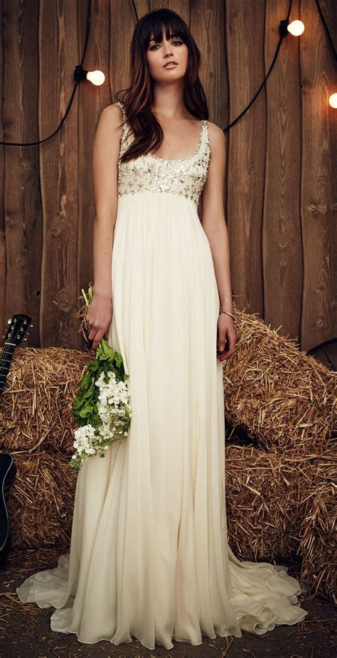 What Are the Best Wedding Dresses for Petite Brides   The