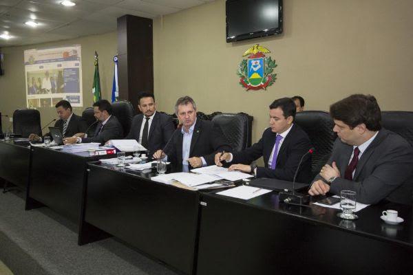 CPI do VLT aprova convocação de Silval, Eder e Riva para prestar depoimento