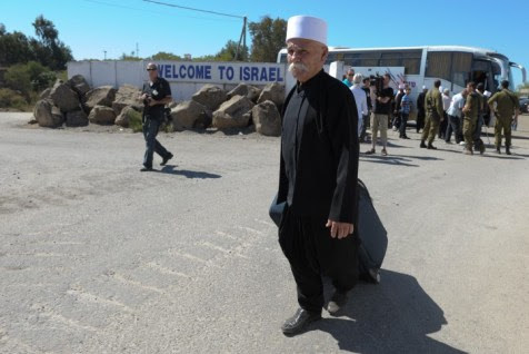 A Druze man an crosses into Israel from Syria.  (Archive: 2010)