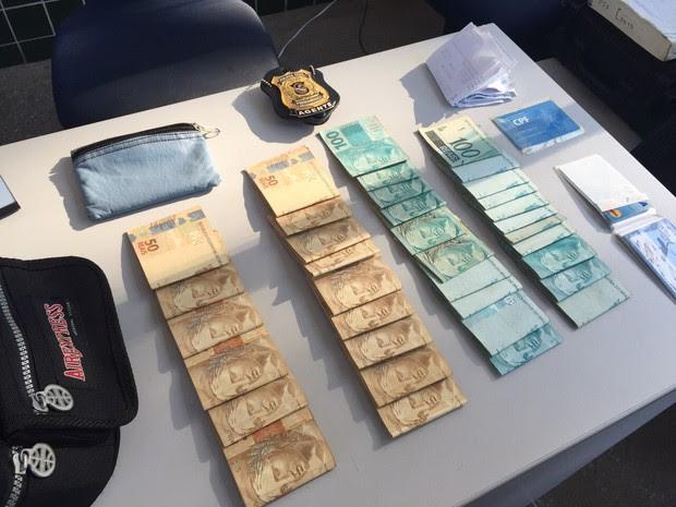 Dinheiro apreendido com a quadrilha (Foto: Divulgação/Polícia Civil)