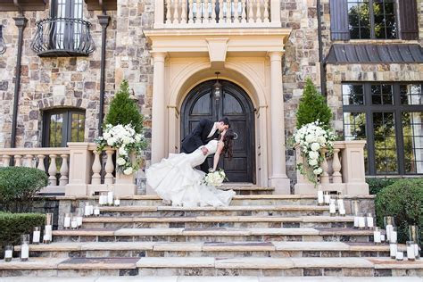 Castle like mansion wedding venue in Georgia. So obsessed