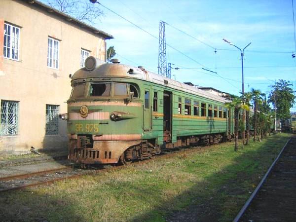 Trem verde ângulo 2