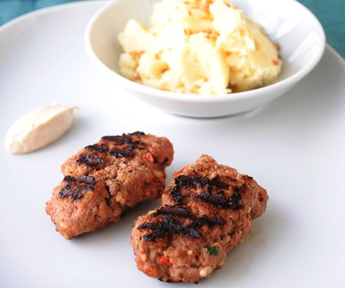 Kebabs de carne com nozes