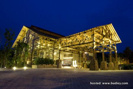 02 Resort Facade