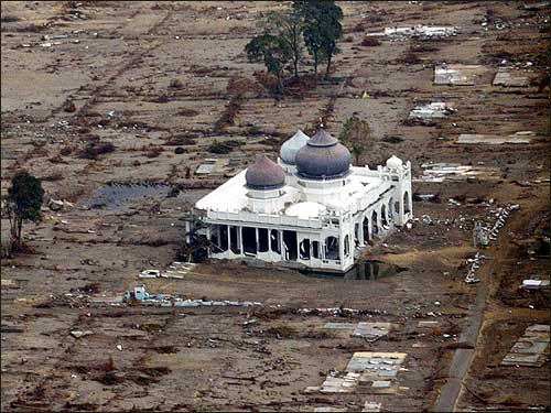 masjid yang masih kokoh di terjang tsunami