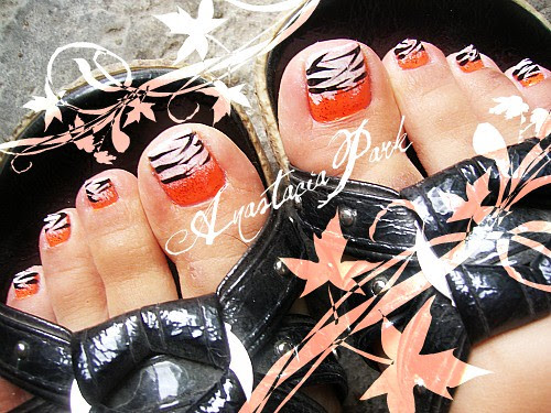 Animals have lots of wonderful designs you can also make for nail designs. Here is zebra stripe inspired nail design for toes.