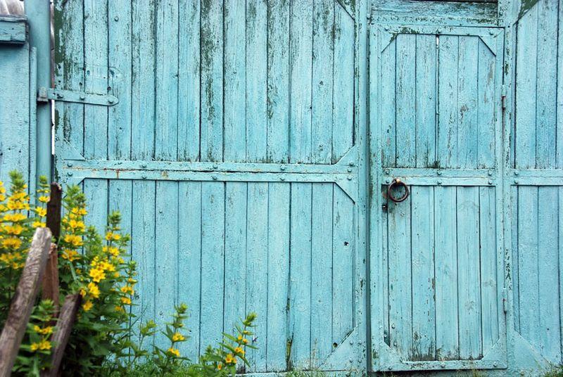 Dacha blue door