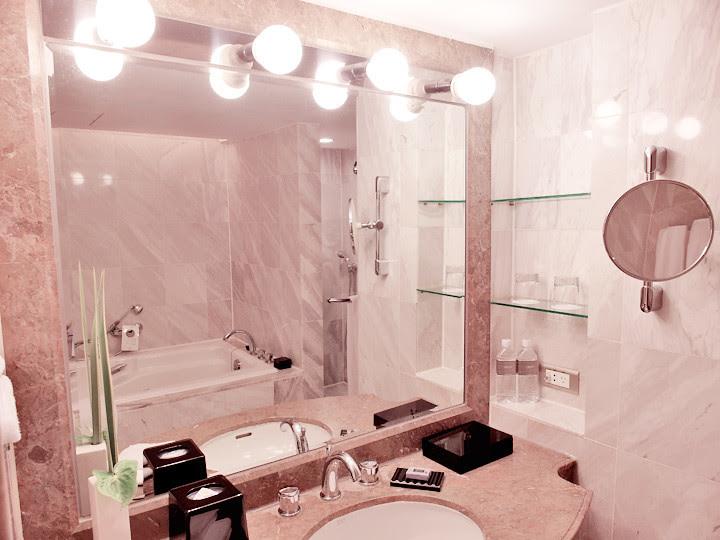 regent taipei hotel toilet mirrors with light bulbs
