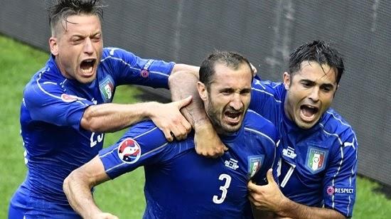 Itália elimina bicampeã Espanha e pega Alemanha pelas quartas