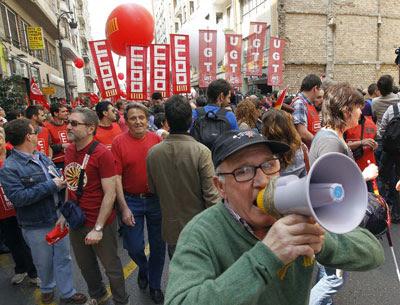 Un manifestante en el Primero de Mayo de 2011.