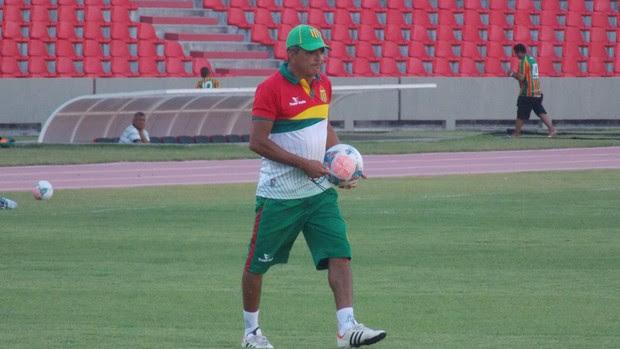 Flávio Araújo, técnico do Sampaio (Foto: Bruno Alves)