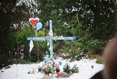 Hwy101 roadside cross in snow3
