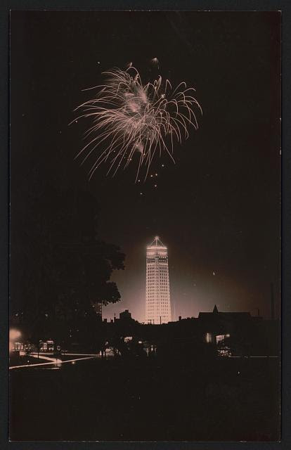 http://stuffaboutminneapolis.tumblr.com/post/131318169304/foshay-tower-dedication-fireworks-as-seen-from-the