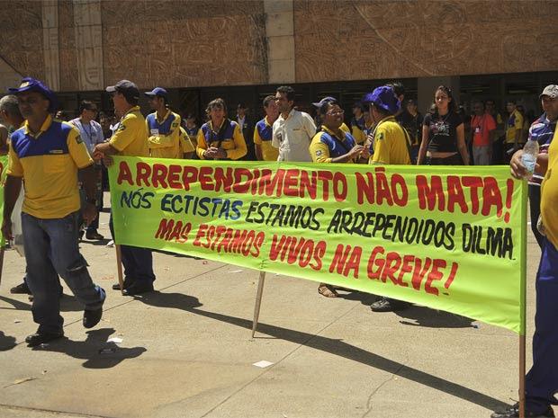 Técnicos de informática dos Correios aderiram à greve nesta sexta-feira (16), em Brasília (Foto: Agência Brasil)