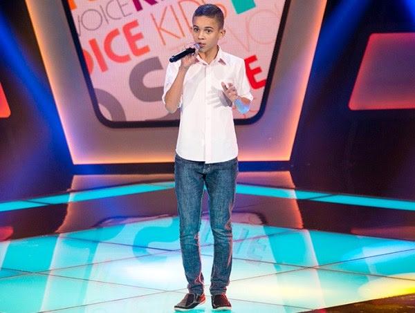 """Na primeira vez em que subiu ao palco, Elizaldo Alves soltou a voz com a música """"Domingo de manhã"""", de Marcos & Belutti."""