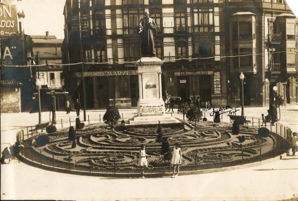 Estatua de Jovellanos foto Suárez 1931