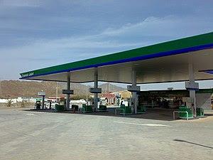 English: Emarat gas station, Masfut just west ...