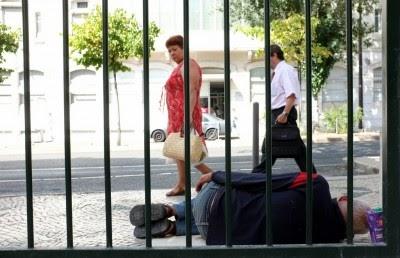 Austeridade mergulha a Grécia numa crise humanitária