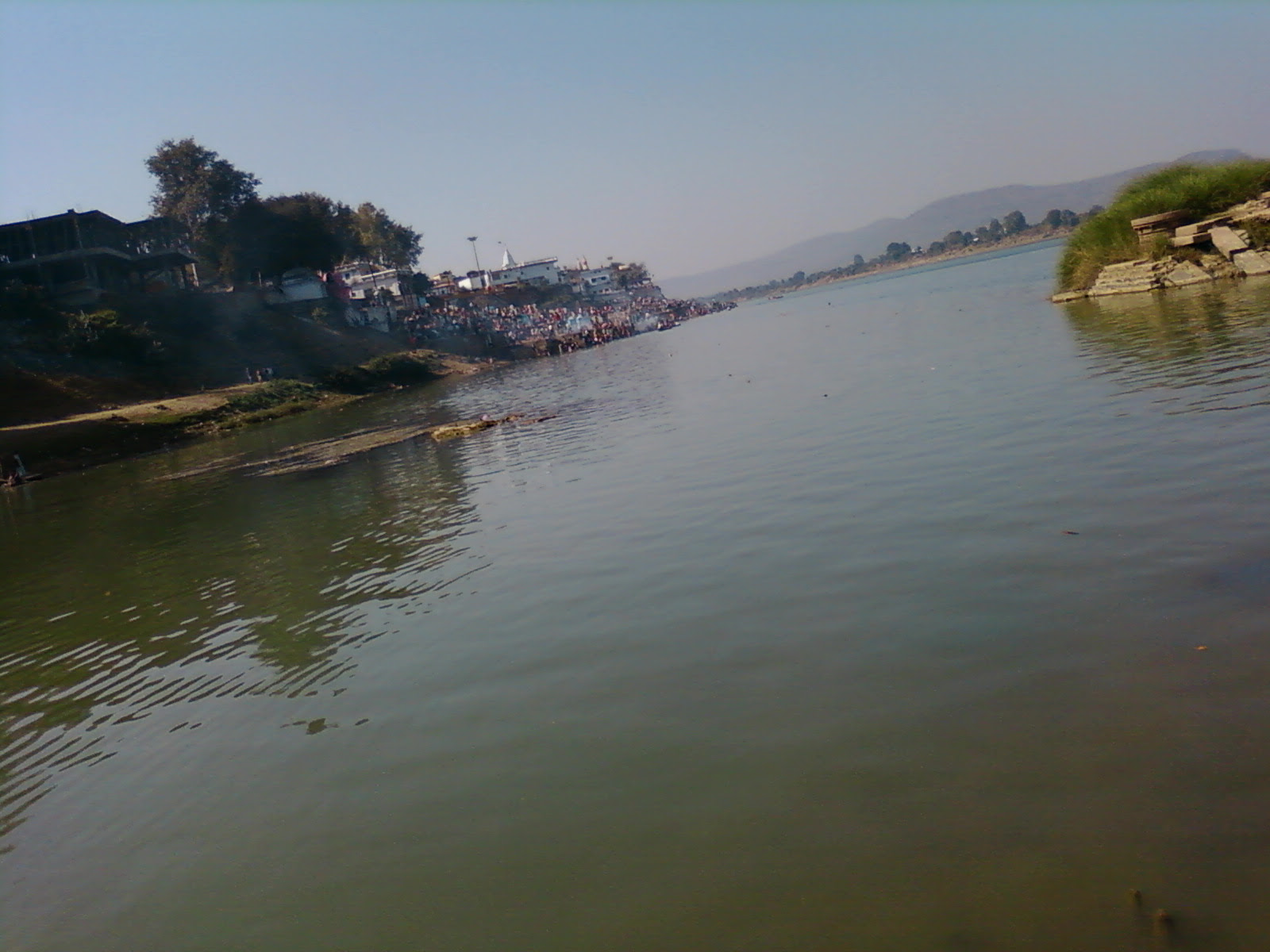 Description Narmada river (M.P.) india.jpg