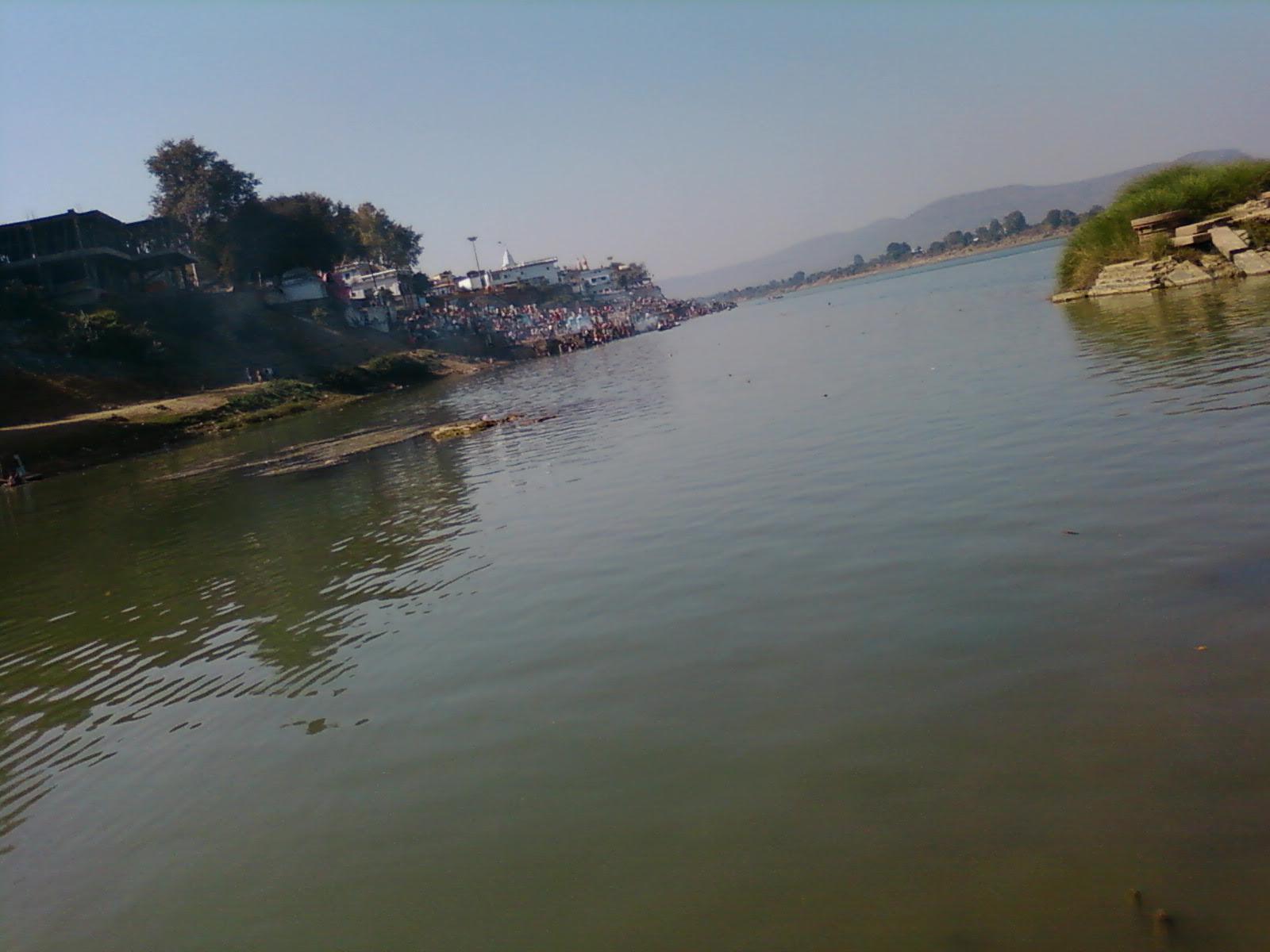Description Narmada river (M.P.) india.jpg