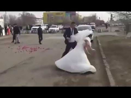 Bride In Wedding Gown Changed Her Mind On Her Way To Her Wedding (Video, Photos)