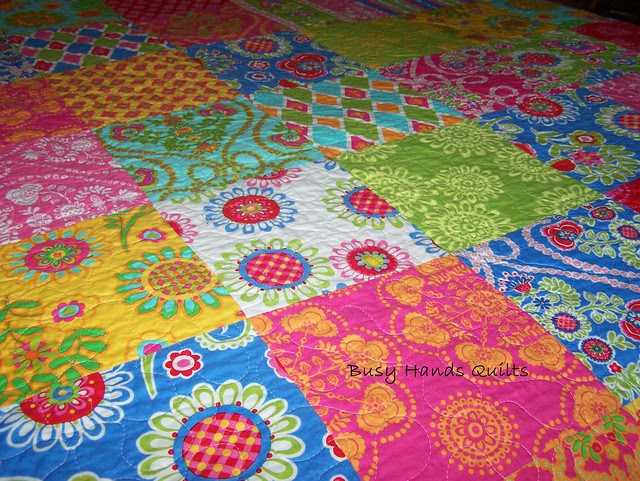 Twin Size Happy Scrappy Quilt Set in Ooh La La