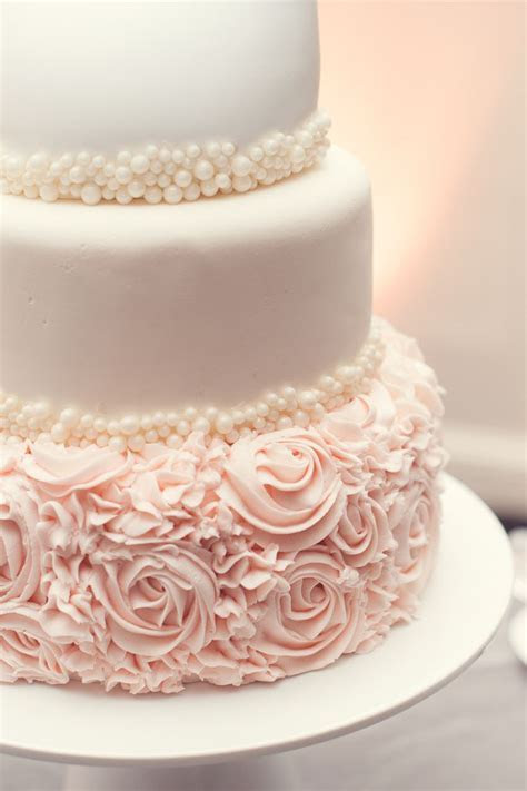 The 25  best ideas about Wedding Cakes on Pinterest