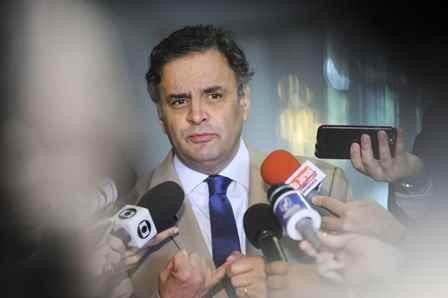 Senador Aécio Neves (PSDB-MG) concede entrevista.  Foto: Pedro França/Agência Senado