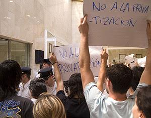 Trabajadores del Hospital de Mostoles durante la protesta