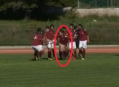 Ο ποδοσφαιριστής τα... πέταξε μετά το γκολ! ΒΙΝΤΕΟ